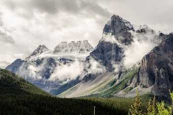View of the Rocky Mountains next to Calgary, Alberta, Canada with our Ultimate Guide